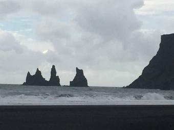 reynisdranger-sea-basalt-volumns-vik